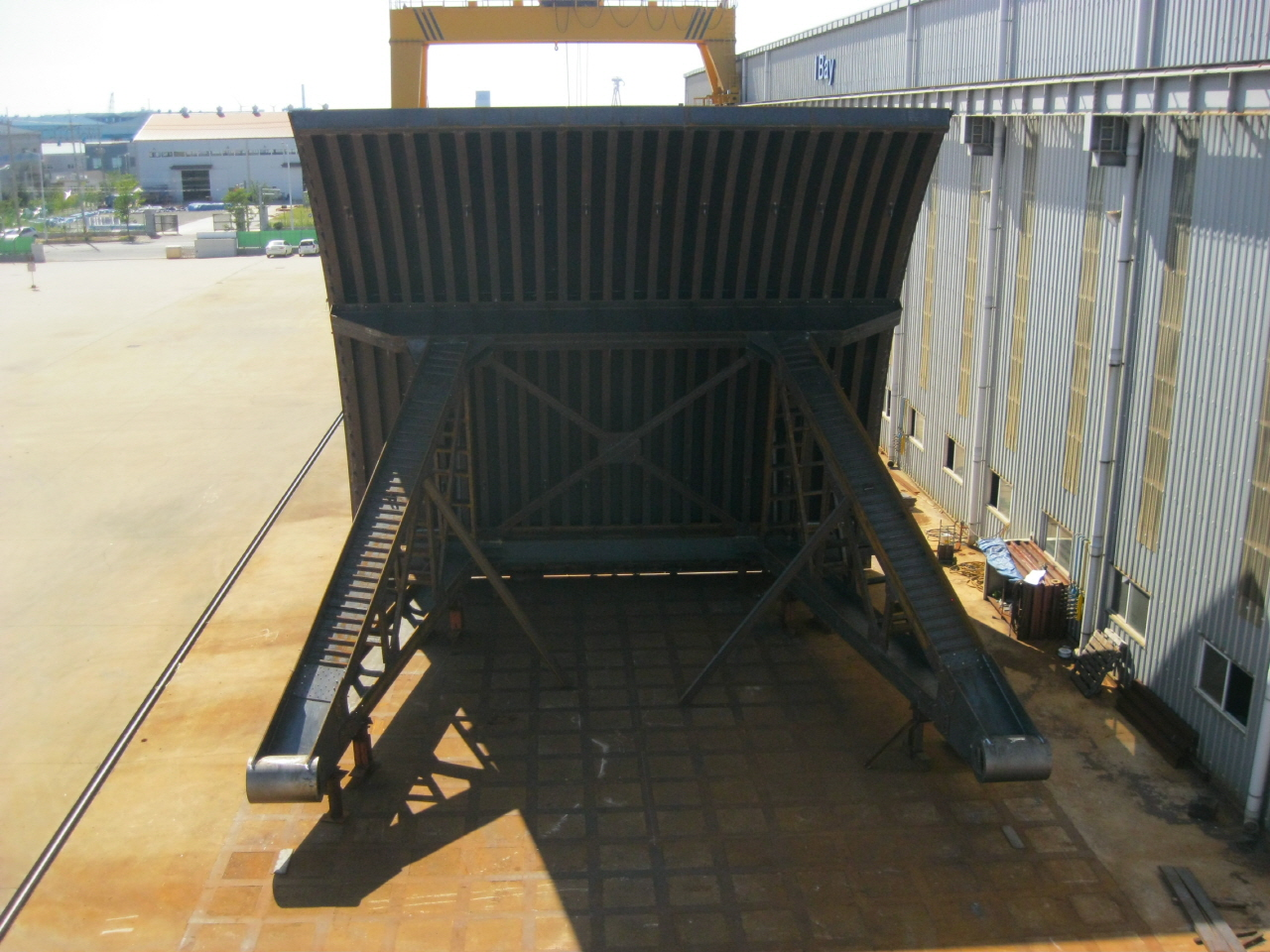 Manufacturing and installing the sluice gate for the spill way of the Yeongju multipurpose dam 첨부파일 : 1562743378.jpg